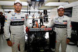 Jenson Button, McLaren, Fernando Alonso, McLaren el garaje