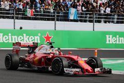 Sebastian Vettel, Ferrari SF16-H saluda al público