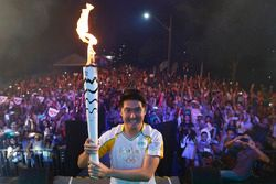 Rafael Suzuki participa da cerimônia da Tocha Olímpica