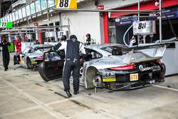 #88 Proton Competition Porsche 911 RSR: Klaus Bachler, Gianluca Roda, Christian Ried