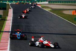 Alexander Albon, ART Grand Prix devance Oscar Tunjo, Jenzer Motorsport