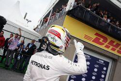Lewis Hamilton, Mercedes AMG F1 celebra su pole en parc ferme