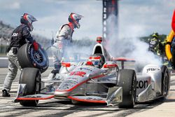 Will Power, Team Penske Chevrolet, pit action