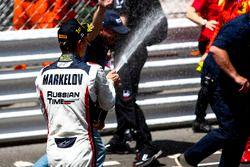 Il vincitore Artem Markelov, RUSSIAN TIME festeggia con lo champagne