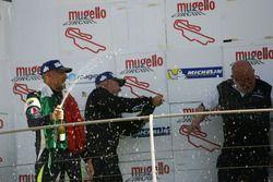 Il secondo classificato Davide Uboldi, Eurointernational e il vincitore Walter Margelli festeggiano