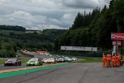 #28 Belgian Audi Club Team WRT, Audi R8 LMS: Nico Müller, René Rast, Laurens Vanthoor. #16 GRT Grass