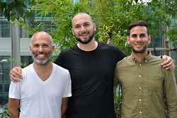 キネティック社のデニス・スフェルドロフCEO、マイク・ソコロフ(テクノロジー責任者)、ジャスティン・クック(チーフ・マーケティング・オフィサー)※左から