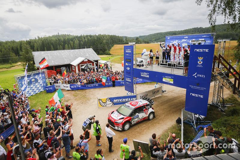 Podio: ganadores de la carrera Kris Meeke, Paul Nagle, Citroën World Rally Team, segundo lugar Jari-Matti Latvala, Miikka Anttila, Volkswagen Motorsport, tercer lugar Craig Breen, Scott Martin, Citroën World Rally Team