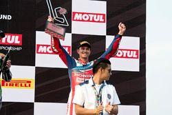 Третье место - Михаэл ван дер Марк, Honda WSBK Team на подиуме