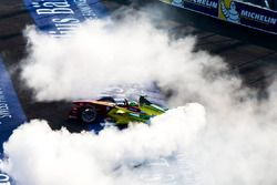 Winner Lucas di Grassi, ABT Schaeffler Audi Sport celebrates at the end of the race with donuts