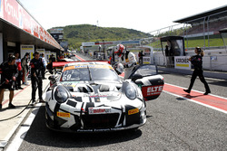 #69 IronForce by RING POLICE Porsche 911 GT3 R: Jan-Erik Slooten, Lucas Luhr