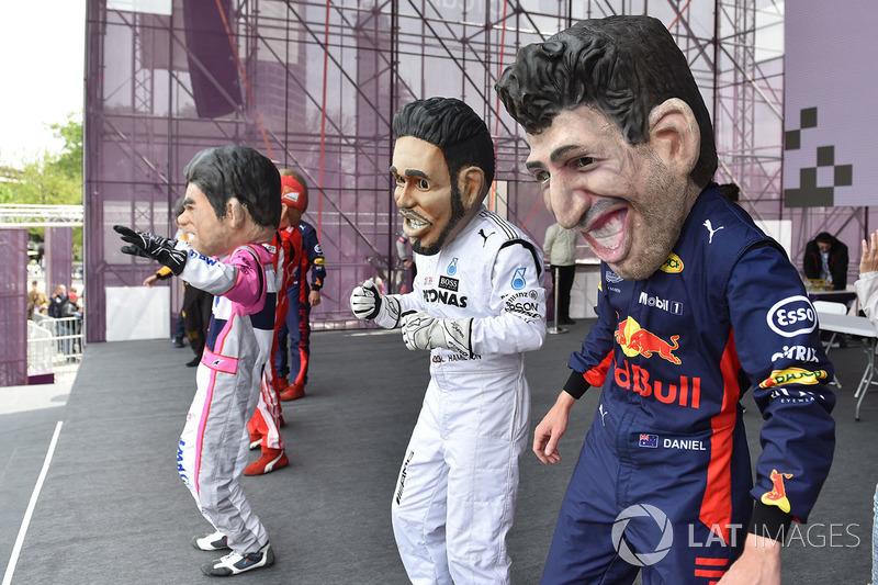 Guiñoles de Daniel Ricciardo, Red Bull Racing, Lewis Hamilton, Mercedes-AMG F1