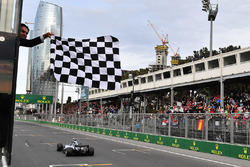 Race winner Lewis Hamilton, Mercedes-AMG F1 W09 EQ Power+ takes the chequered flag