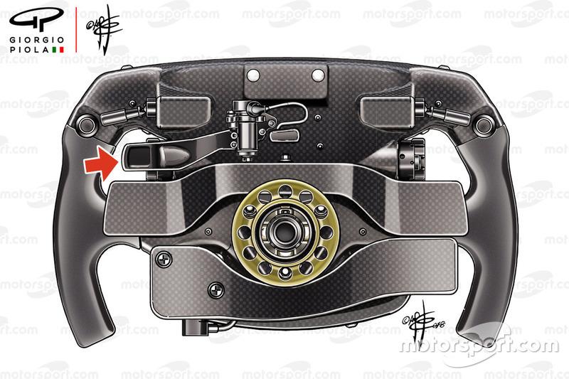 Dettaglio del terzo paddle sul retro del volante di Sebastian Vettel, Ferrari SF71H