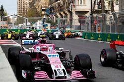 Esteban Ocon, Force India VJM11 Mercedes, Carlos Sainz Jr., Renault Sport F1 Team R.S. 18, Sergio Perez, Force India VJM11 Mercedes, Sergey Sirotkin, Williams FW41 Mercedes, y el resto del grupo