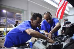 Crews work on the #39 MP3B Honda Civic: Jorge Ortiz, Axel Rivera, Enrique Gelpi, Tommy Ballester of Race Factory Puerto Rico