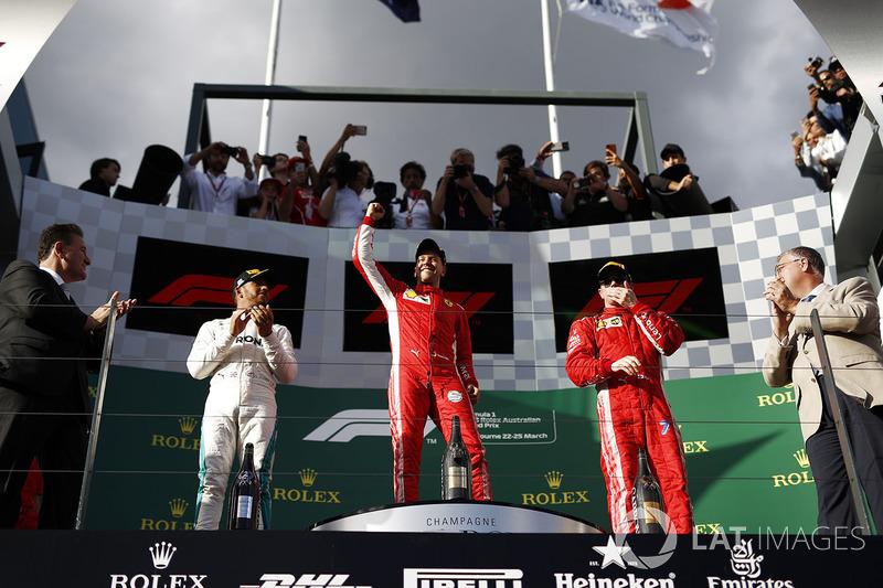 Lewis Hamilton, Mercedes-AMG F1, Sebastian Vettel, Ferrari y Kimi Raikkonen, Ferrari en el podio