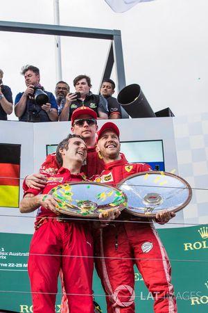 Inaki Rueda, Ferrari Race Strategist, Sebastian Vettel, Ferrari and Kimi Raikkonen, Ferrari celebrat
