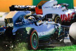 Вылет с трассы: Льюис Хэмилтон, Mercedes AMG F1 W09