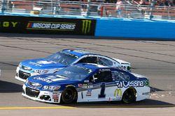 Джейми Макмарри, Chip Ganassi Racing Chevrolet и Дейл Эрнхардт-мл., Hendrick Motorsports Chevrolet
