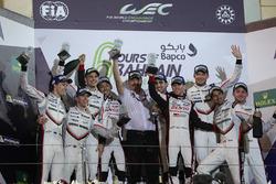 Podio LMP1: i vincitori della gara Sébastien Buemi, Anthony Davidson, Kazuki Nakajima, Toyota Gazoo Racing, al secondo posto Timo Bernhard, Earl Bamber, Brendon Hartley, Porsche Team e al terzo posto Neel Jani, Andre Lotterer, Nick Tandy, Porsche Team