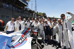 Felipe Massa, Williams,, his engineers and team mates