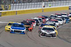 Kevin Harvick, Stewart-Haas Racing, Ford Fusion Jimmy John's, Kyle Larson, Chip Ganassi Racing, Chev