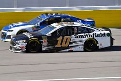 Aric Almirola, Stewart-Haas Racing, Ford Fusion Smithfield and Alex Bowman, Hendrick Motorsports, Ch