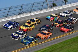 David Ragan, Front Row Motorsports Ford Fusion, Chase Elliott, Hendrick Motorsports Chevrolet Camaro