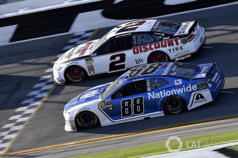 Alex Bowman, Hendrick Motorsports Chevrolet Camaro en Brad Keselowski, Team Penske Ford Fusion