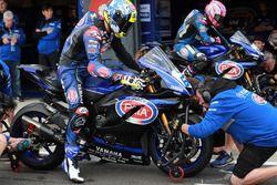 Caracasulo, Lucas Mahias, GRT Yamaha Official WorldSSP Team tyre change
