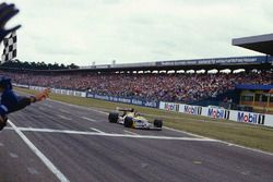 Race winner Nelson Piquet, Williams FW11B Honda