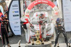 Podium: Winners Elfyn Evans, Daniel Barritt, Ford Fiesta WRC, M-Sport