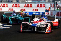 Felix Rosenqvist, Mahindra Racing, leadsLuca Filippi, NIO Formula E Team