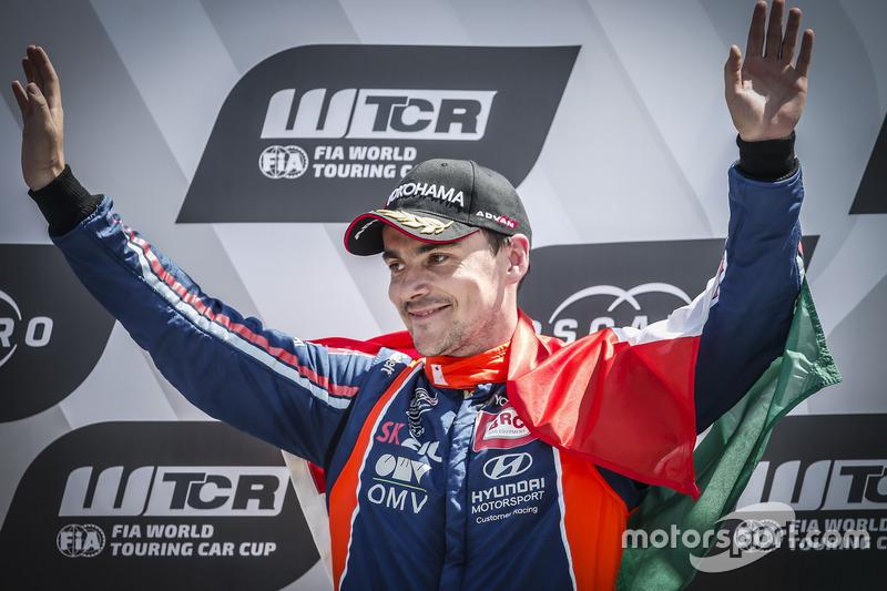 Podio: il vincitore della gara Norbert Michelisz, BRC Racing Team Hyundai i30 N TCR