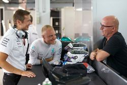 Valtteri Bottas, Mercedes AMG F1, with his father Rauno