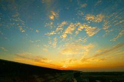 Le lever de soleil sur la piste
