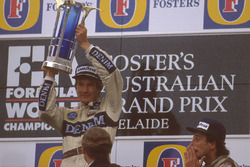 Podio: Ganador de la carrera Thierry Boutsen, Williams Renault y tercer lugar, Riccardo Patrese, Williams Renault
