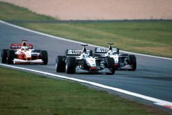 Mika Häkkinen, McLaren MP4/14, David Coulthard, McLaren MP4/14, Ralf Schumacher, Williams FW21