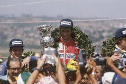Podium : le vainqueur Niki Lauda, Ferrari, le second Patrick Depailler, Tyrrell 007, le troisième Tom Pryce, Shadow
