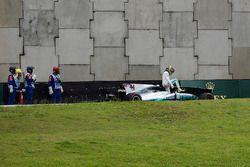 Lewis Hamilton, Mercedes-Benz F1 W08 sbatte in Q1
