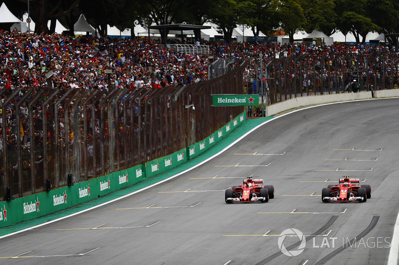 Sebastian Vettel, Ferrari SF70H, Kimi Raikkonen, Ferrari SF70H, si fermano alla fine delle Qualifiche