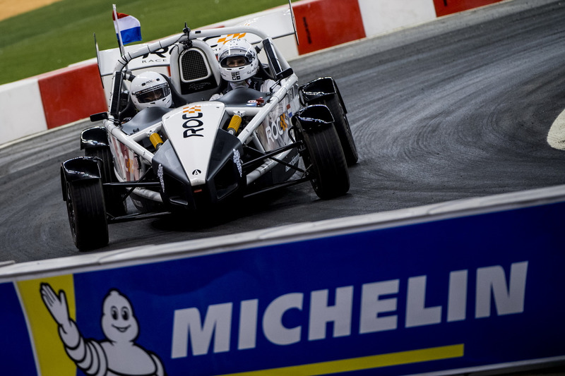 Rudy Van Buren del Team Simracing All Stars alla guida dell'Ariel Atom Cup