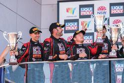 Подиум в категории Pro-AM: второе место – Дэвид Колверт-Джонс, Патрик Лонг, Мэтт Кэмпбелл и Алекс Дэ
