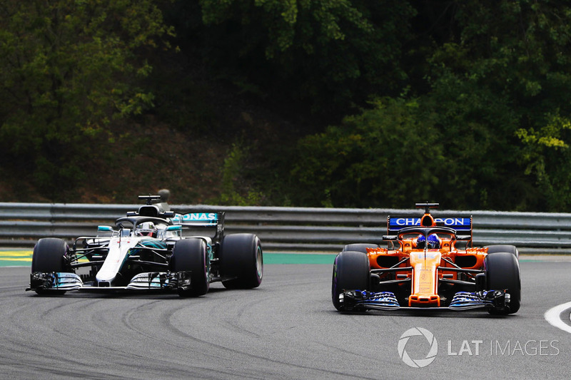 Fernando Alonso, McLaren MCL33, and Lewis Hamilton, Mercedes AMG F1 W09