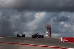 Felipe Massa, Williams FW40 and Brendon Hartley, Scuderia Toro Rosso STR12