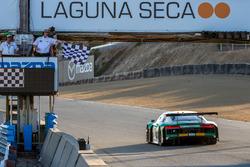#29 Land-Motorsport Audi R8: Connor de Phillippi, Christopher Mies, Christopher Haase passeert de fi