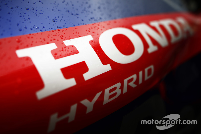 Honda Hybrid font on the body work of the Toro Rosso STR13