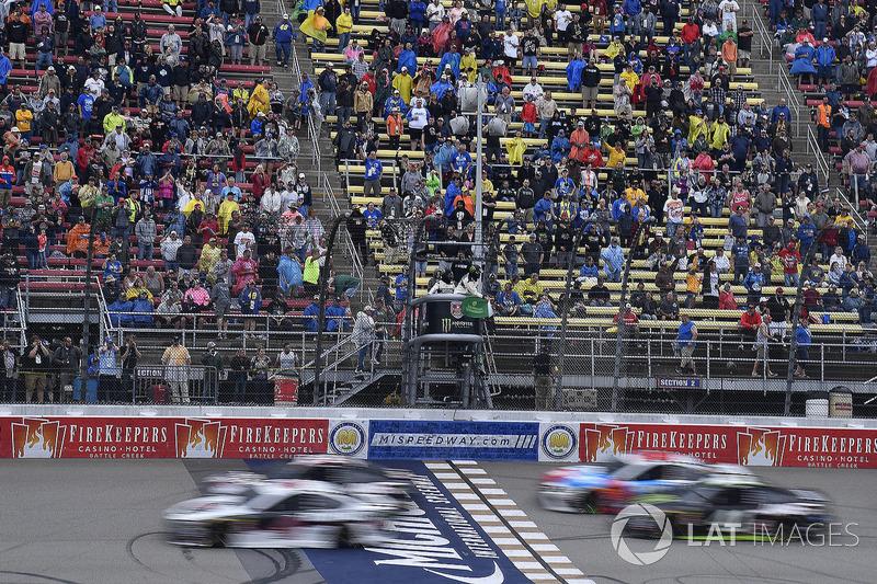 Kevin Harvick, Stewart-Haas Racing, Ford Fusion Jimmy John's, Kurt Busch, Stewart-Haas Racing, Ford