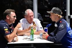 Christian Horner, jefe de equipo de Red Bull, Dr Helmut Marko, Red Bull Motorsport y Brendon Hartley, Scuderia Toro Rosso